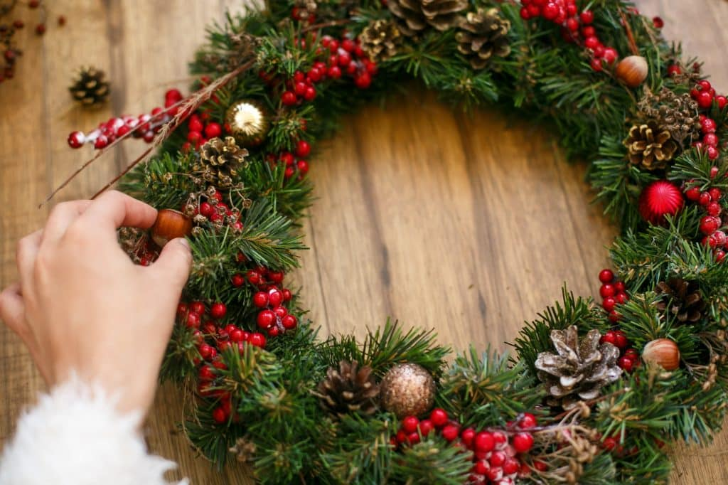 The holidays are the perfect time to hit the markets. Here are some favorite easy Christmas crafts to make and sell at holiday markets!