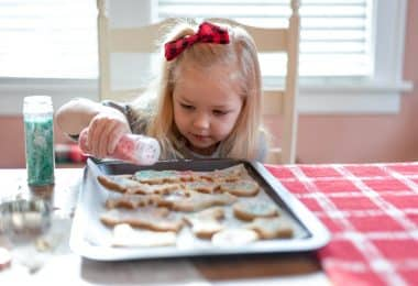 Done-for-you Christmas cookie decorating kits are a great way to keep the kids entertained over winter break and for family gatherings.