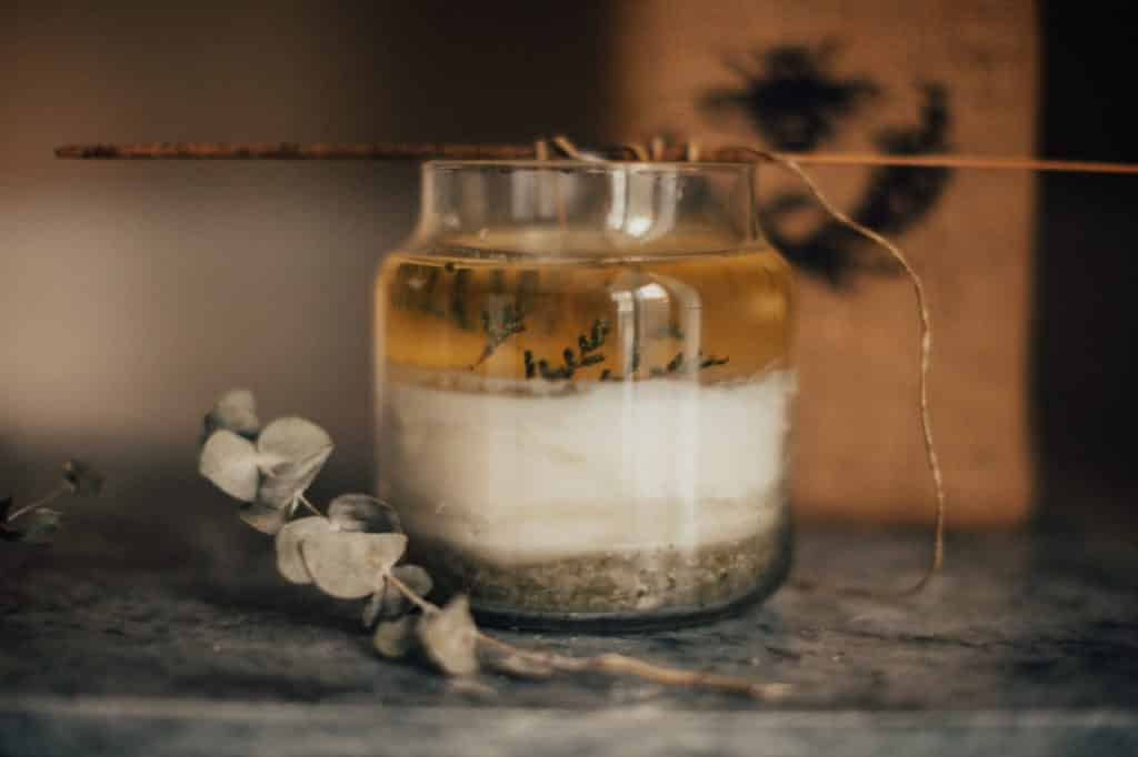 Choosing the best scents for candle making can be a bit of a challenge. Learn more about how to pick something that will smell amazing!