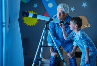 Fascinated by the beautiful night sky? Here are some great family-friendly activities to help you get started with astronomy.